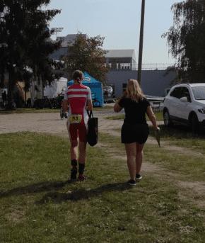 Karen-på-vej-til-dopingkontrol